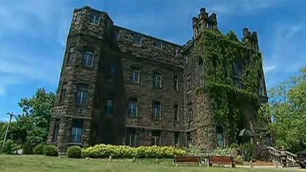li-nb-castle-manor