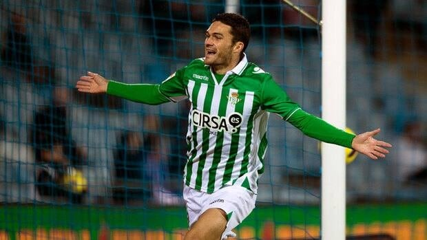Betis' forward Jorge Molina scored Friday against Osasuna in a 2-1 win.