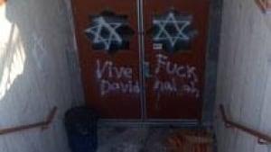 si-mosque-graffiti220