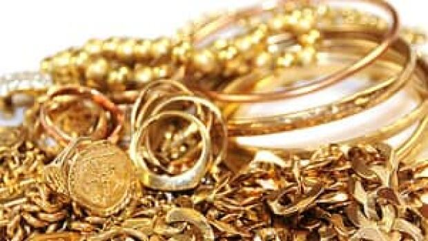 A group of scammers is trying to sell fake gold necklaces, and has been telling people the jewelry belonged to Osama bin Laden.
