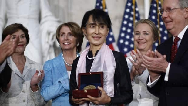 Myanmar opposition leader Aung San Suu Kyi, third from left, is presented with the Congressional Gold Medal at the U.S. Capitol in Washington on Wednesday. Present at the ceremony are former first lady Laura Bush (from left), House Minority Leader Nancy Pelosi, Secretary of State Hillary Clinton and Senate Minority leader Mitch McConnell.
