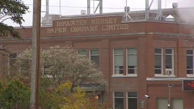 The Bowater Mersey paper mill in Brooklyn in shutting down for three weeks because of a lack of new orders.