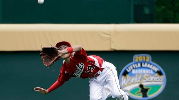 Thomas Neal of Canada dives for ball in the second inning on Sunday, Aug. 19, 2012.