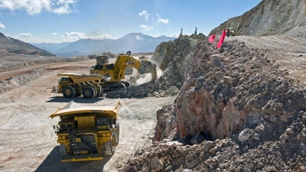 Barrick Gold has reached an initial agreement with local communities from the north of Chile which opposed its $8.5 billion Pascua-Lama mine.