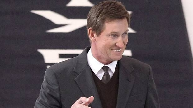 Wayne Gretzky says he believes the NHL's current work stoppage will end by Jan. 1.