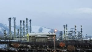 U.S. lawmakers plan backup nuclear sanctions against Iran