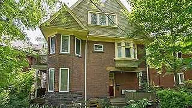The house is in a prime location of downtown Toronto, right on the edge of Trinity Bellwoods Park.