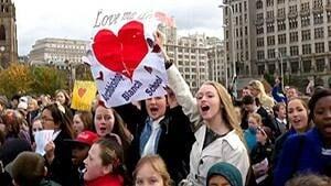 si-love-me-do-too-100512_300-cbc