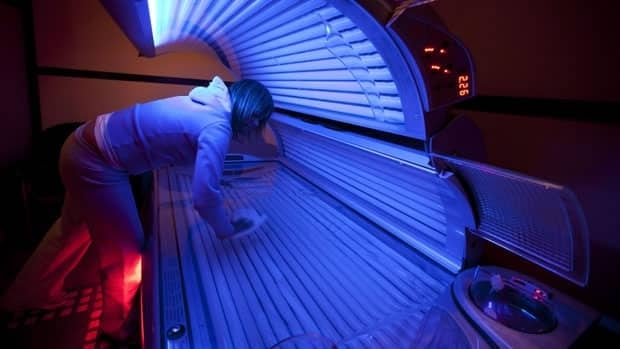 Saskatchewan, Alberta and Manitoba are the only provinces that don't ban young people from using tanning beds. Manitoba allows those under the age of 18 to use tanning beds if they have parental consent.