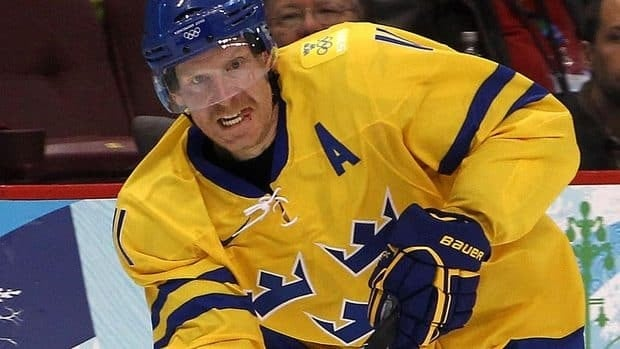 The world hockey championship is being co-hosted by Sweden and will give Senators captain Daniel Alfredsson a chance to play on home.