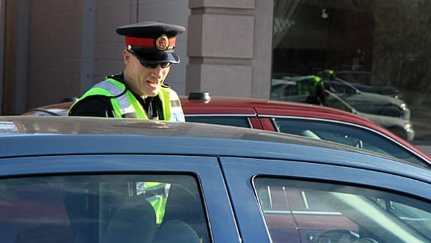 Eric Johnston from Hamilton Police Service works at a RIDE stop this year. Hamilton saw a record number of RIDE checks in 2012 and according to the police service business plan, will continue to make them a priority. (Samantha Craggs/CBC)