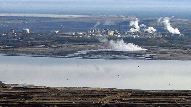 Briefing notes prepared by the Ministry of Natural Resources warn that rising costs are jeopardizing development of Canada's oilsands industry.