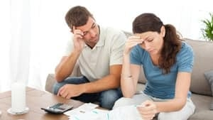 si-paying-bills-well-being-istock-620-000017157596