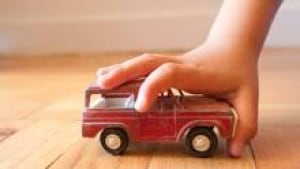 sm-220-child-with-truck-istock_000017818618small