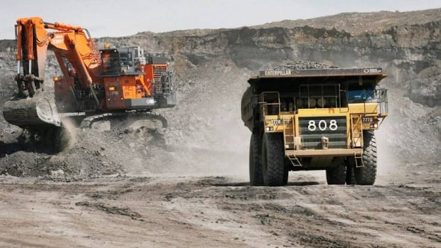 A slumping global economyu has made it harder for junior Canadian miners to get financing, PwC says.