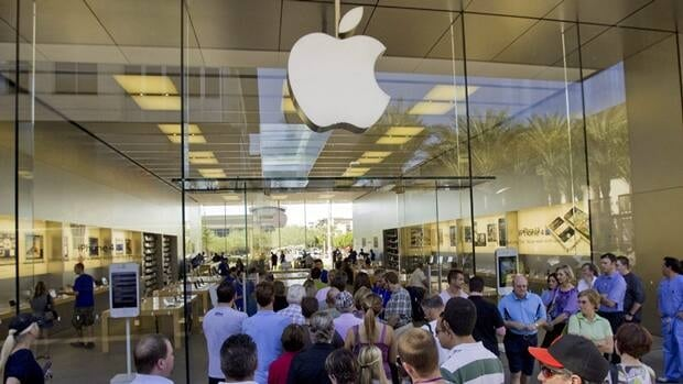 Customers enter an Apple store in Arizona. The company says it got two million preorders for its iPhone 5 in the first 24 hours.