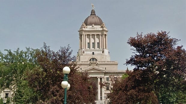Manitoba cabinet ministers will continue to see a 20 per cent cut to the pay they get above their salaries as MLAs.