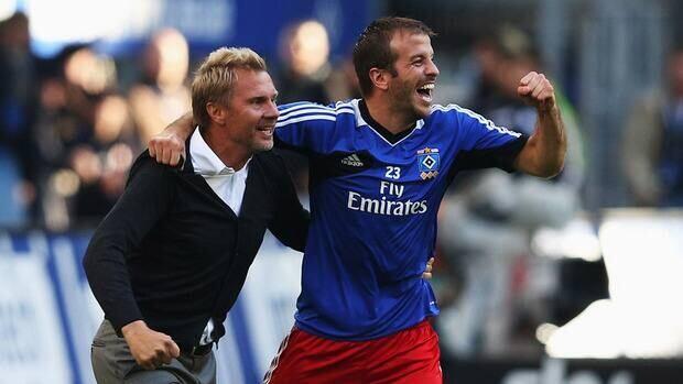 Head coach Thorsten Fink, left, and Rafael van der Vaart of Hamburg celebrate after winning the match against Borussia Dortmund.