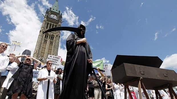Scientists protest in Ottawa