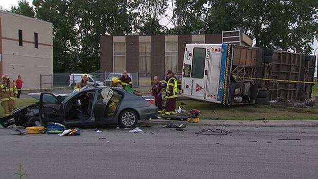 hi-mlt-bus-crash-5-8col