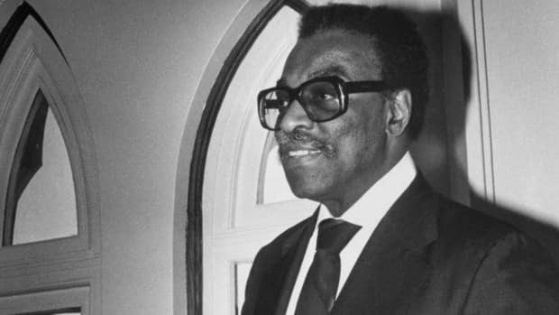 The North Wall Riders Association is petitioning the city to erect a statue of the late Lincoln Alexander at Hamilton City Hall.