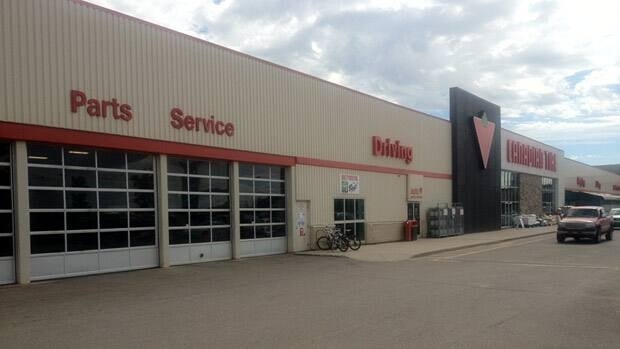 Teen in hospital after accident in lloydminster auto shop for Housse auto canadian tire