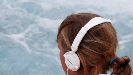 hi-852-athlete-headphones-music-rtr35xe3
