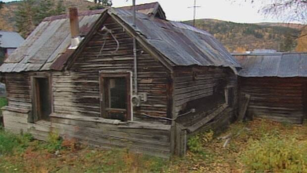 A shanty in Dawson City is at the centre of the debate on whether the town should, and even can, preserve its many Gold-Rush era buildings.