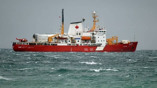 The Canadian Coast Guard icebreaker Amundsen has arrived at Resolute, Nunavut, with the bodies of two crew members and a researcher who were killed in a helicopter crash on Monday.