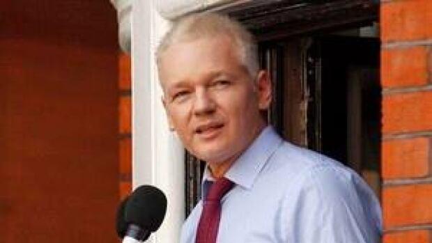 hi-assange-london-852-ap-03139883-4col