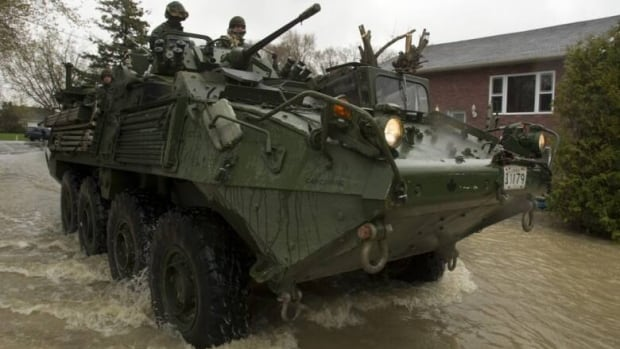 Canadian soldiers arrive to help flood victims in Saint-Blaise-sur-Richelieu, Que., on May 5, 2011.
