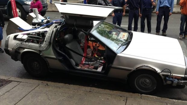 Sci-fi fans in attendance at this weekend's HammerTown Comic Con will have the chance to pose inside a replica of the modified DeLorean DMC-12 from the 1985 blockbuster Back to the Future.