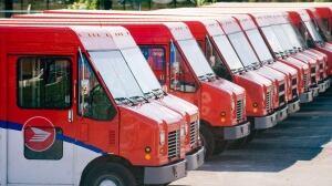 canada-post-trucks