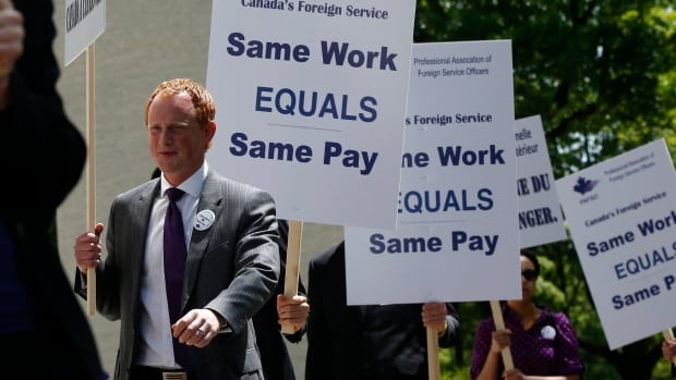 Professional Association of Foreign Service Officers (PAFSO) president Tim Edwards protests with Canadian foreign service officers in front of the Canadian Embassy in Washington, on May 3.