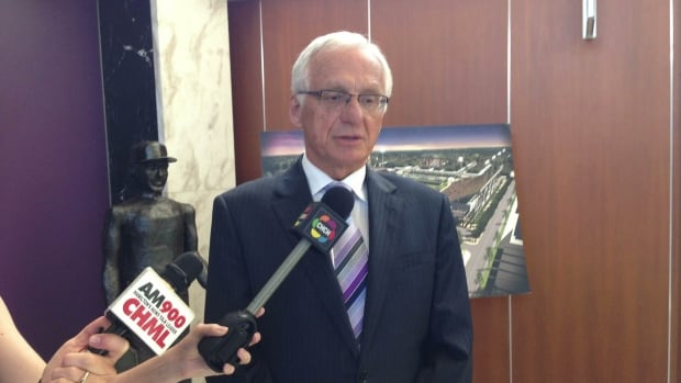 Hamilton Mayor Bob Bratina announces his resignation from the city's police services board on Wed. Sept. 18, 2013.