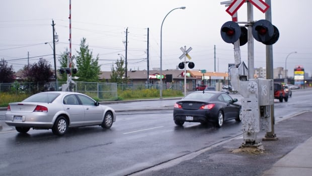 Thunder Bay Police will team up with CN and CP rail police in the weeks ahead to target drivers who ignore the flashing lights signalling the approach of a train.