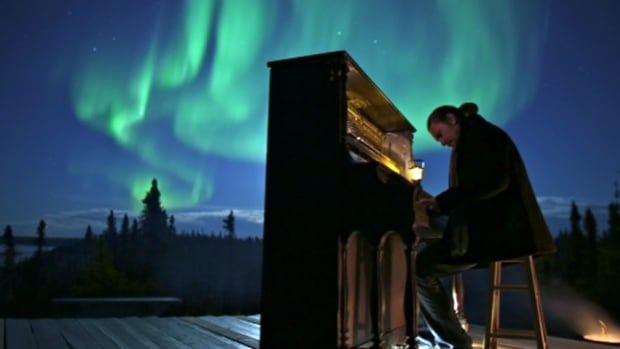 Pianist Roman Zavada has been playing his piano under the glow of the northern lights outside Yellowknife.