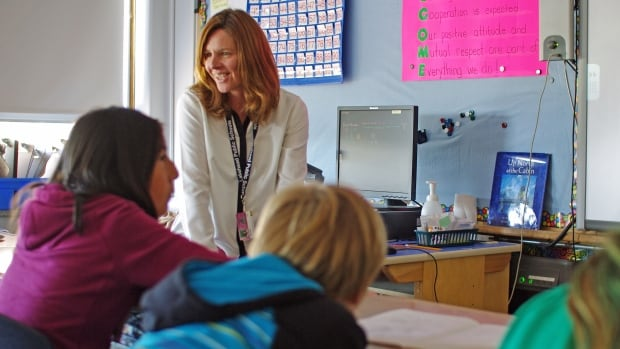 Thunder Bay teacher Martine Engel teaches her Grade 6 class how to read text and instant messages critically.