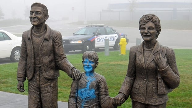 A statue of a young Wayne Gretzky was defaced in Brantford.