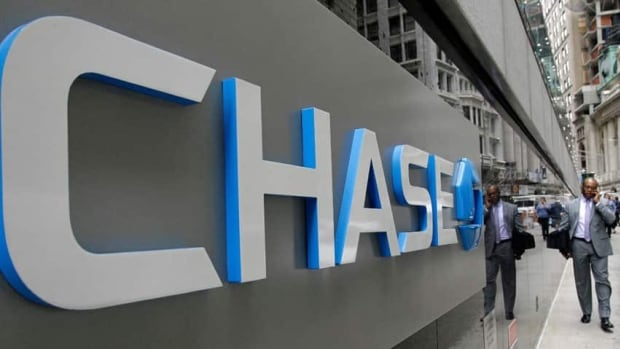 The U.S.'s biggest bank, JPMorgan Chase, continues to shrink its retail workforce with another 8,000 jobs to go this year.