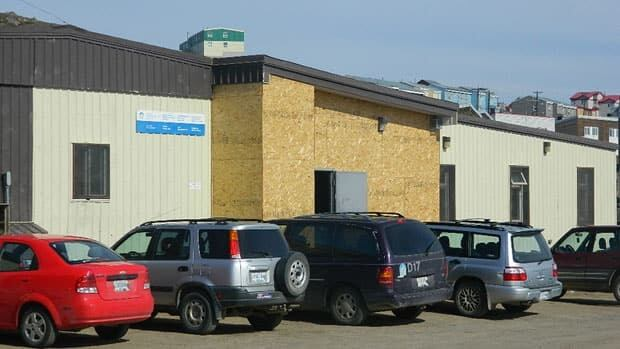 Iqaluit's public health building will be shut down for renovations after an inspection found mould and asbestos. Staff and services will be moved to another location.