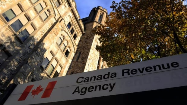 On April 14, the Canada Revenue Agency confirmed that 900 social insurance numbers had been stolen from its website as a result of the Heartbleed bug.