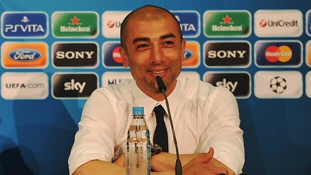 Chelsea owner Roman Abramovich has rewarded manager Roberto Di Matteo with a 2-year contract.