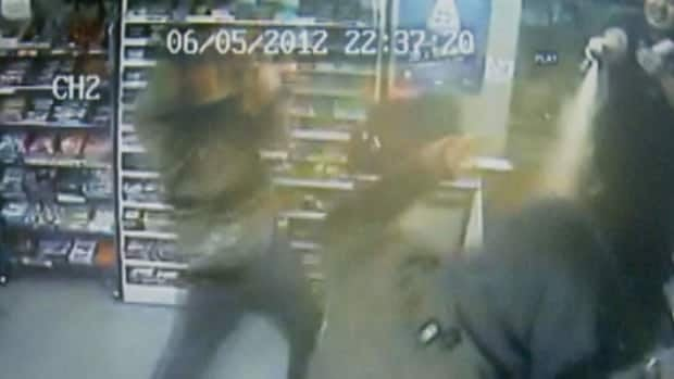 This video footage shows a Gatineau, Que. store owner fighting back against a pair of thieves on June 6.