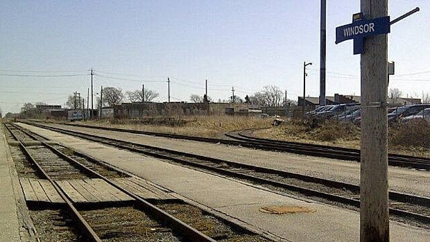 wdr-620-via-tracks-empty-windsor