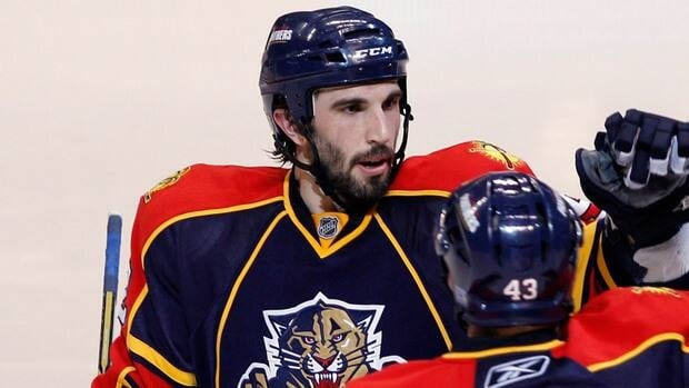 Jason Garrison is the newest member of the Vancouver Canucks, signing with the team on Sunday.
