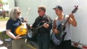 si-guitar-charity-220