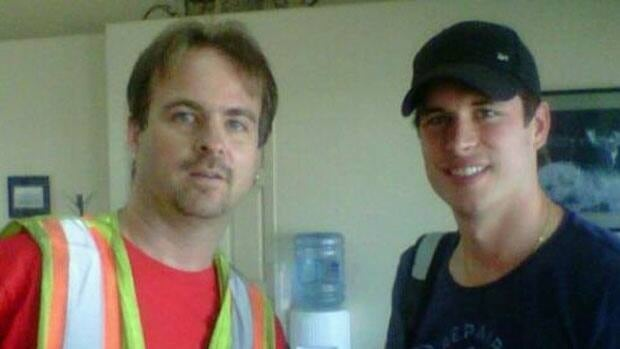 Pittsburgh Penguins' star Sidney Crosby poses with a fan at the Thunder Bay airport on Thursday.
