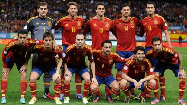 Members of Spain pose for a team photo prior to a World Cup qualifier in Madrid on Oct. 16.