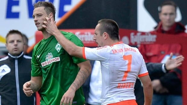 Bayern's Franck Ribery of France makes his point by grabbing the face Bremen's Marko Arnautovic after being fouled on Saturday. Arnautovic was carded, Ribery wasn't.